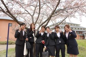 桜のしたでピース