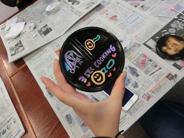 蒔絵を使って墨池硯のフタに書きました