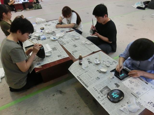 蒔絵 みんな一生懸命書いています