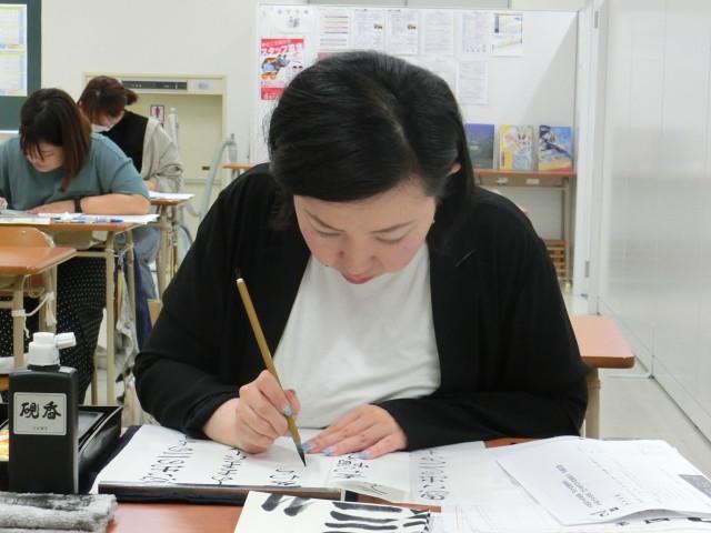 毛筆(漢字かな交じり) 漢字とかなを調和よく書くことが求められます