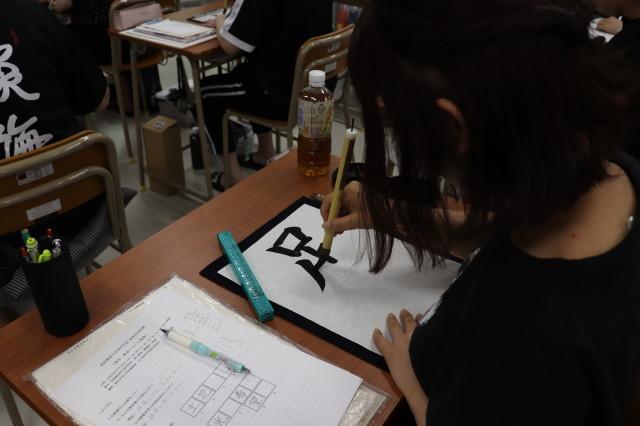 長野先生講義 縦画の接筆を意識して書いています