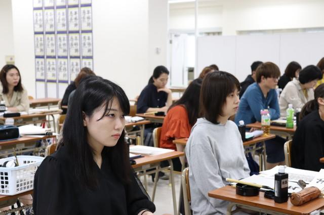 長野先生 講義 真剣な眼差しで講義を聞いています