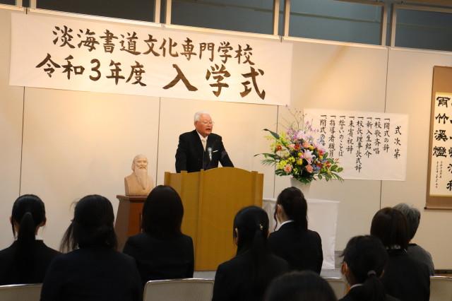 学校長 小杉武志先生から新入生に訓示